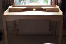 Pre loved desk with lockable draws