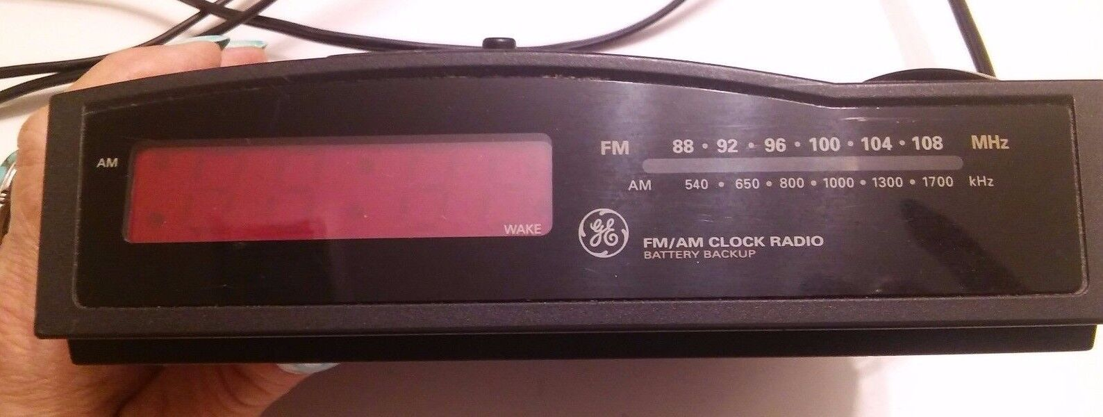 GE FM AM CLOCK RETRO RADIO BATTERY  SNOOZE RED DIGITAL SNOOZE WORKS F-4813A