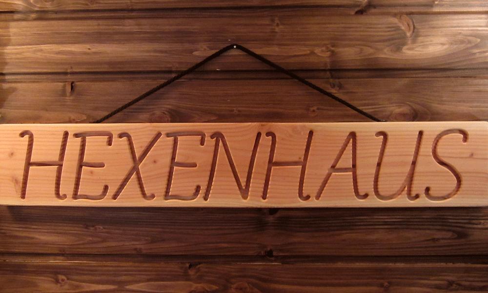 HEXENHAUS massives Holzschild Douglasie 69 cm breit mit eingefräster Gravur, NEU