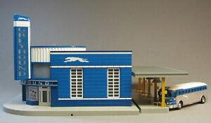 MTH GREYHOUND BUS STATION & BUS train building scenery platform O GAUGE 30-9040