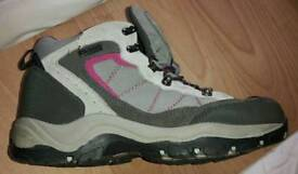 Mountain Life Womens Waterproof Boots - Size 8