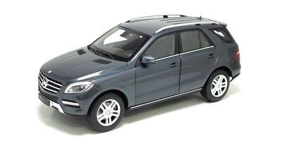 1:18 Mercedes ML 2011 1/18 • MINICHAMPS 100030100