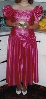 Robe de graduation fuschia / Fuschia Graduation gown size 11-12