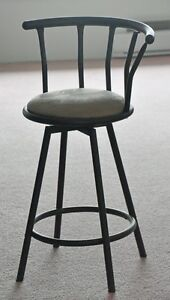 Swivel seat bar stool. Padded seat with backrest