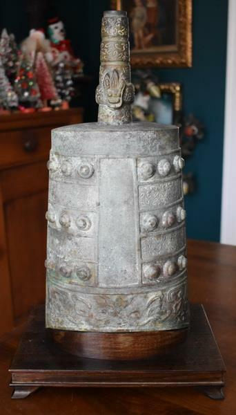 ANTIQUE JAPANESE LARGE BRONZE BUDDHIST TEMPLE BELL CUSTOM FITTED WOODEN STAND