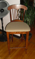 solid wood stool in mint condition perfect for bar counter chair