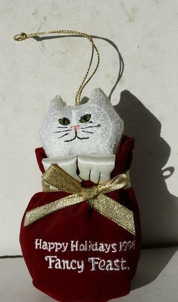 Cat-Kitten Fancy Feast Christmas Ornament Happy Holidays Bag 1996 Premium Fig