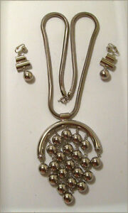 1970's Celebrity NECKLACE/EARRING Set -- COMPLETE