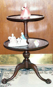 New Price. Solid mahogany 2 tier table. Carved feet Kingston Kingston Area image 3
