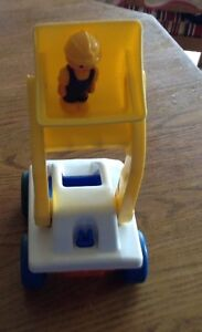 VINTAGE LITTLE TIKES LOADER TRUCK WITH DRIVER Gatineau Ottawa / Gatineau Area image 4