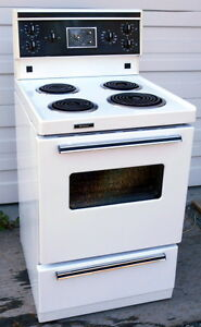 Frigidaire apartment stove 4 coil burner - Very good condition
