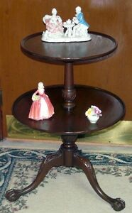 New Price. Solid mahogany 2 tier table. Carved feet Kingston Kingston Area image 4
