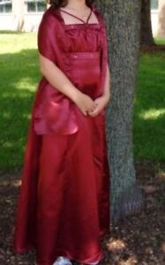 Beautiful Burgandy grad / prom / bridesmaids Dress / Gown
