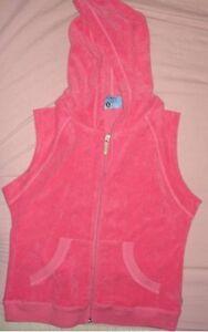 pink sleeveless hooded shirt