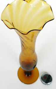 BUD VASE Hand Blown Dark to Light  Amberina Art Glass. West Island Greater Montréal image 2