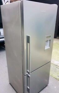 FISHER&PAYKEL 442L BOTTOM MOUNT FRIDGE IN GREAT CONDITION 1 MONTH WARR