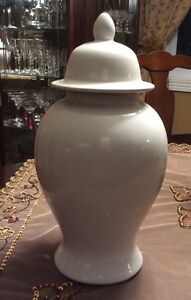 White Ceramic Jar with Lid West Island Greater Montréal image 1