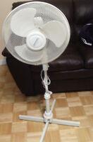 ventilateur sur pied blanc