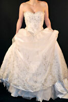 Stunning wedding gown for sale size 6-8