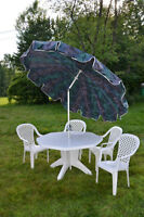 "Set de patio Table(50"" Diametre), 4 chaises and un Parasol"
