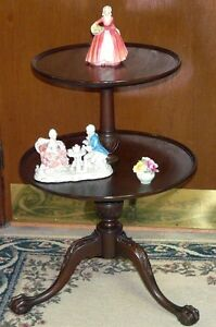 New Price. Solid mahogany 2 tier table. Carved feet Kingston Kingston Area image 2