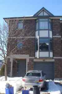**ATTN UWO STUDENTS, LARGE 4 BDRM TOWNHOUSE AVAIL MINS FROM UWO