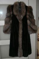 2 manteaux de fourrure