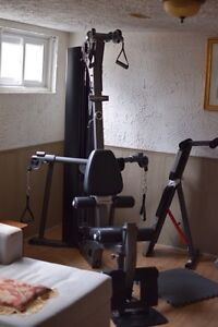 Life Fitness CM3 resistance work out machine