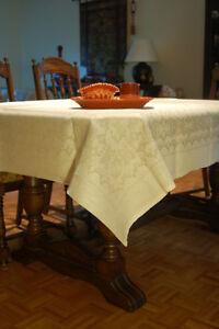 Nappe en lin 60x60 po Linen Tablecloth West Island Greater Montréal image 1
