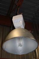 Gros luminaire industriel
