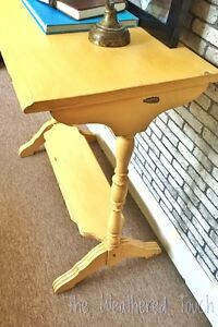 Sofa/entry  table  Kitchener / Waterloo Kitchener Area image 2