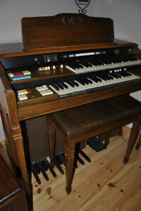 Hammond Composer 142 Organ