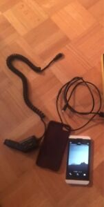 Unlocked blackberry z10 with 2 cases & chargers