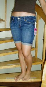 Short en jeans, de marque ARDÈNE, taille 9, À VENDRE!!