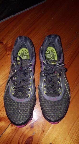 Reebok Easy Tone Womens Shoes size 10.5. Pick up Frankston  ddc58d351