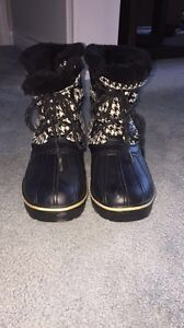 Storm by Cougar Winter Boots Size 9