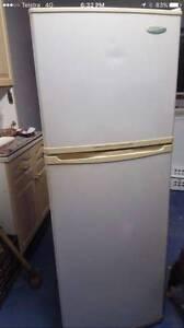 Westinghouse 300 liter fridge freezer in good working cond.Can de Parramatta Parramatta Area Preview