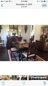 Antique dining room set with buffet West Island Greater Montréal image 4