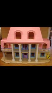WANTED  little tikes doll house Kingston Kingston Area image 1