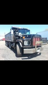 Tri axle dump truck Oakville / Halton Region Toronto (GTA) image 1