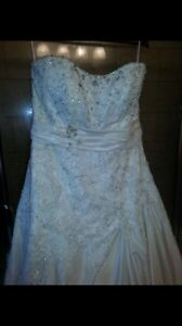 Size 18-20 wedding dress & 2 Garters $400 firm