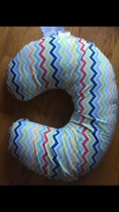 Boppy nursing pillow with 3 extra slip covers