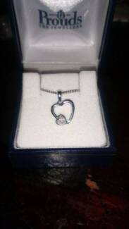 NEW 9ct WHITE GOLD DIAMOND NECKLACE Box Hill The Hills District Preview