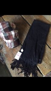 Women's hat and scarf set