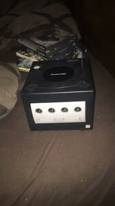 Game Cube W/2 Controllers & 2 Games London Ontario image 1