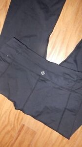 Couple pairs of lulu lemon pants  Kawartha Lakes Peterborough Area image 3