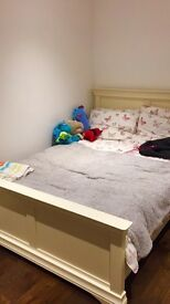 Lesbians only double bedroom to rent in Romford
