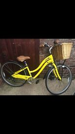 Ladies yellow schwinn voyageur 7 light weight bike