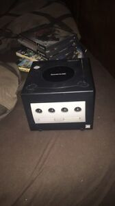 Game Cube W/4-Controllers & 3 games