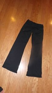 Couple pairs of lulu lemon pants  Kawartha Lakes Peterborough Area image 2